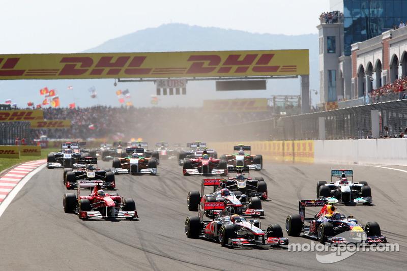 Mark Webber, Red Bull Racing, RB7, Lewis Hamilton, McLaren Mercedes, MP4-26