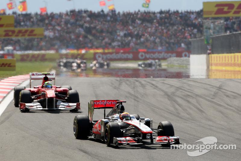 Lewis Hamilton, McLaren Mercedes, MP4-26 ve Felipe Massa, Scuderia Ferrari, F150