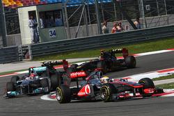 Lewis Hamilton, McLaren Mercedes aventaja a Michael Schumacher, Mercedes GP F1 Team