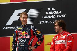 1º Sebastian Vettel, Red Bull Racing, Fernando Alonso, 3º con Ferrari