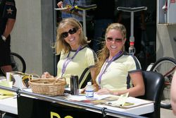 Fan tour hostesses