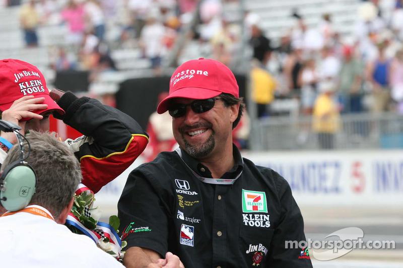 Michael Andretti profite de sa victoire en tant que propriétaire d'équipe