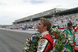 Dan Wheldon acknowledges the crowd on his victory