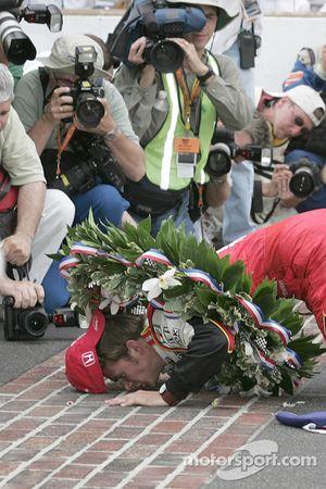 Race winner Dan Wheldon kisses the brickyard