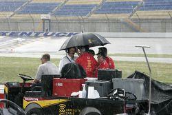 Rain stops qualifying session