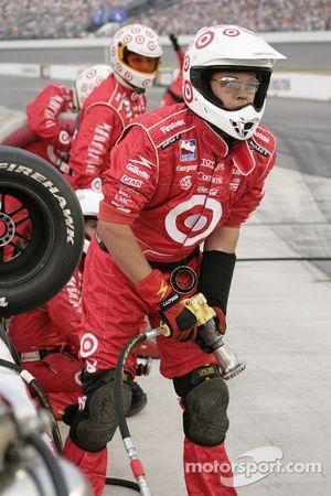 Ganassi Racing crew members ready for pitstop