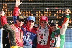 Les quatre mousquetaires : le vainqueur Dan Wheldon avec Bryan Herta, Dario Franchitti et Tony Kanaan