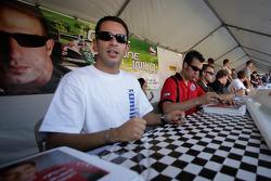 Autograph session: Helio Castroneves