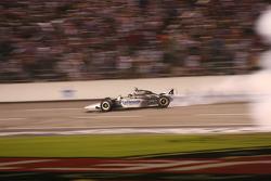 Des burn-outs pour Tomas Scheckter