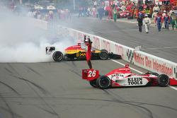 Le Champion IndyCar 2005 Dan Wheldon fête son titre