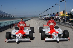 Front row for the Toyota Indy 300: pole winner Sam Hornish Jr. with Helio Castroneves