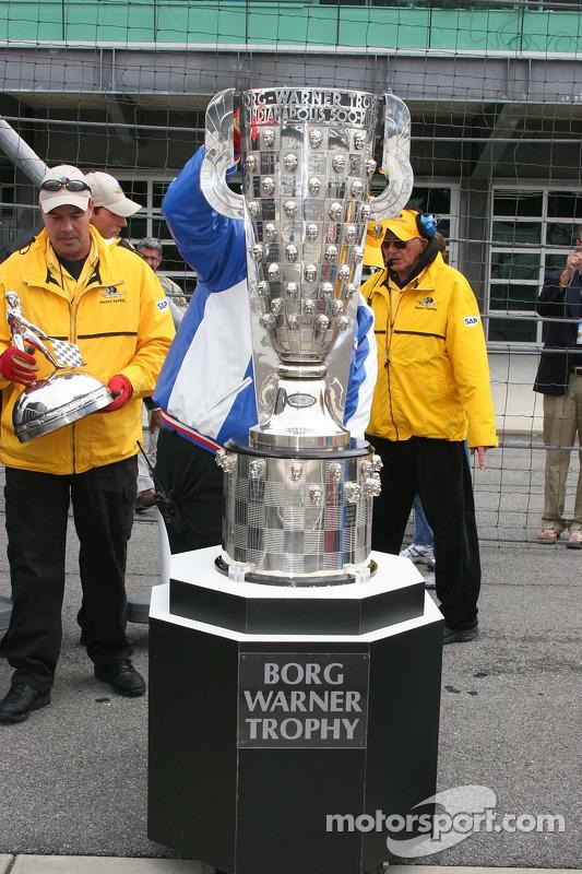 Le trophée Borg Warner arrive sans le célèbre sommet
