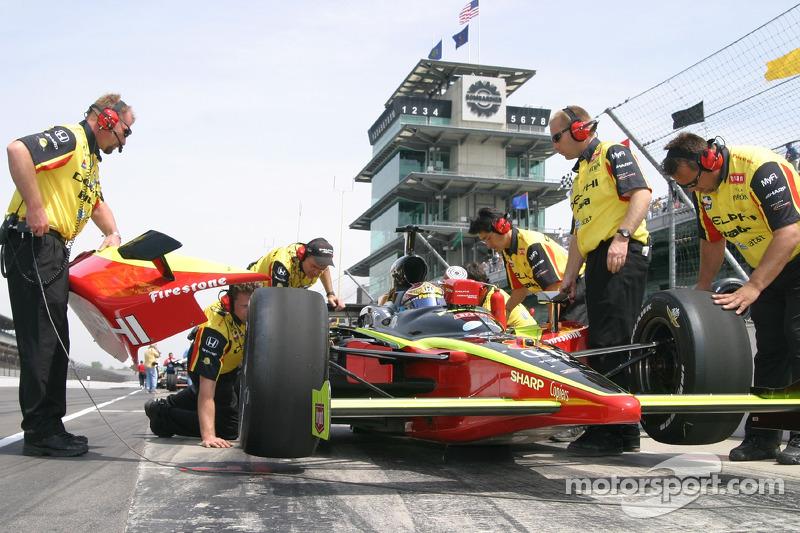 Delphi Fernandez Racing crew members at work at Indy 500