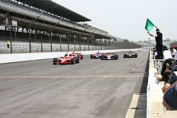Rick Mears waves the green flag on Helio Castroneves, Eddie Cheever, Buddy Lazier, Buddy Rice, Al Un