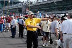 Les Yellow Shirts font un excellent travail de garder tout le monde en toute sécurité