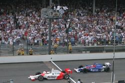 Sam Hornish Jr.s'impose devant Marco Andretti
