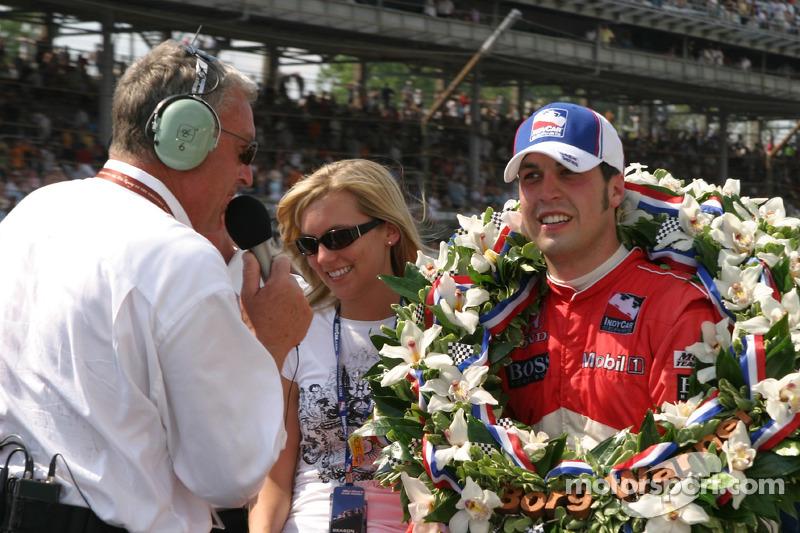 Interviews du vainqueur de la course Sam Hornish Jr.