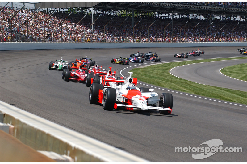 Hornish leads teammate Castroneves, the Ganassi pair of Wheldon and Dixon and Andretti Green's Kanaan in the early stages.