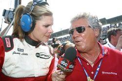 Jamie Little interview Mario Andretti après une course