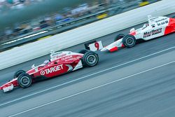 Sam Hornish Jr chasing Scott Dixon