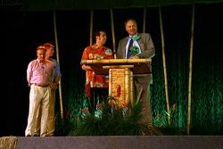 Sam Hornish Jr. receives the Championship Driver Award