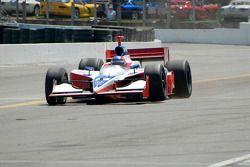 Jeff Bucknum limps into pit lane