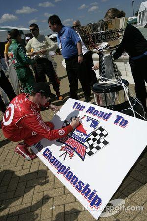 IndyCar Series 2007 prétendants championnat Scott Dixon signe une planche