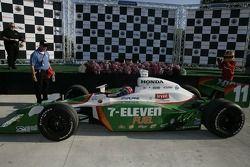 Race winner Tony Kanaan enters victory lane