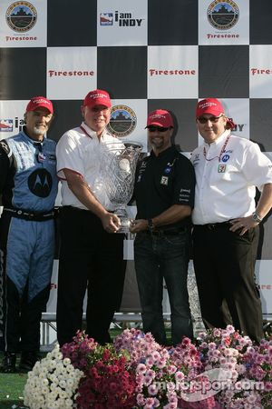 Podium: Kim Green and Michael Andretti accept the winning team trophy