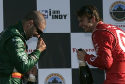 Podium: champagne for Tony Kanaan and Dan Wheldon