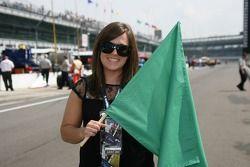 Première femme pilote à remporter le Grand Prix de Purdue, Liz Lehmann s'apprête à agiter le drapeau vert comme starter d'honneur pour la séance