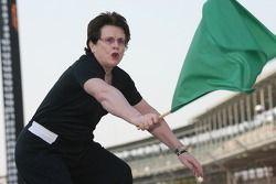 Honorary Starter Billie Jean King waves the green flag