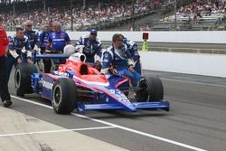 Kosuke Matsuura's car is towed to the starting grid