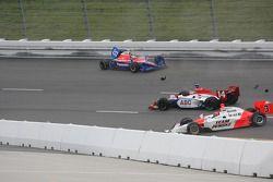 Kosuke Matsuura and Helio Castroneves involved in a crash