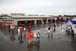 Un paddock pluvieux