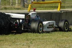 Tomas Scheckter manque le mur de pneus mais tape celui de béton