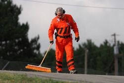 Membre de l'équipe de sécurité IndyCar au travail