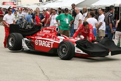 Scott Dixon's car is pulled to the grid