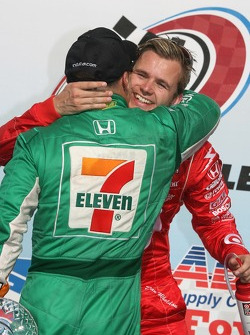 Podium: race winner Tony Kanaan celebrates with Dan Wheldon