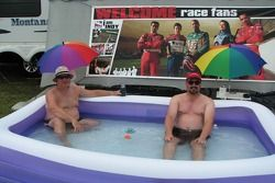 Les fans se détendre avant la course