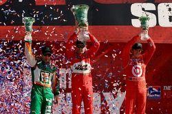 Podium: race winner Helio Castroneves with Scott Dixon and Tony Kanaan