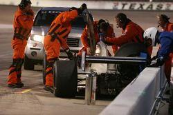 Les équipes de sécurité arrivent pour aider Jon Herb