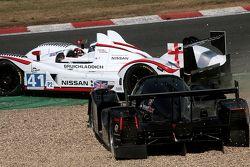 Crash tussen #33 Level 5 Motorsports Lola Honda: Scott Tucker, Christophe Bouchut, Joao Barbosa en #