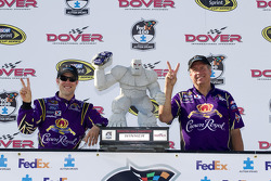 Victory lane: race winner Matt Kenseth, Roush Fenway Racing Ford celebrates with crew chief Jim Fenning