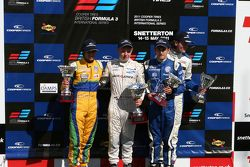 Podium: Felipe Nasr, Kevin Magnussen, Carlos Huertas en National Class winnaar Bart Hylkema