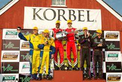 GT podium: winnaars Bill Lester en Jordan Taylor, 2de Oliver Gavin en Gunter Schaldach, 3de Bill Aub