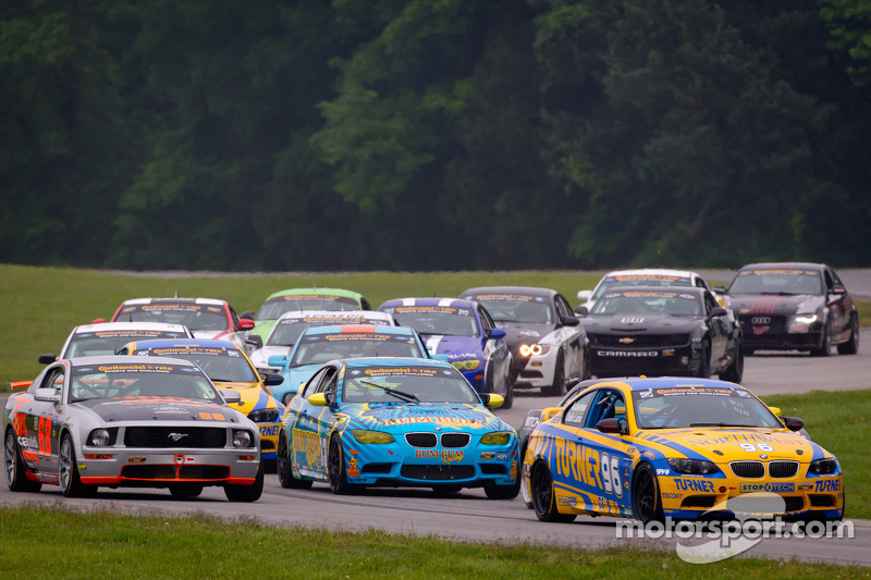 Start: #96 Turner Motorsport BMW M3 Coupe: Bill Auberlen, Paul Dalla Lana