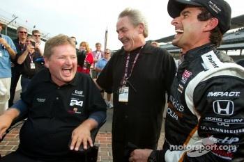 Pole winner Alex Tagliani, Sam Schmidt Motorsports celebrates with team owner Sam Schmidt and crew chief Joe Atkins