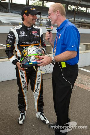 Pole Alex Tagliani, Sam Schmidt Motorsports praat over Indy 500 helm met Derek Daly