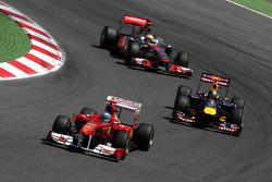 Fernando Alonso, Scuderia Ferrari leads Sebastian Vettel, Red Bull Racing and Lewis Hamilton, McLare